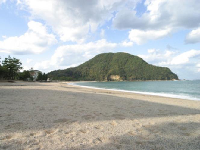 夏場は、近くの佐津海岸での海水浴もおすすめ!
