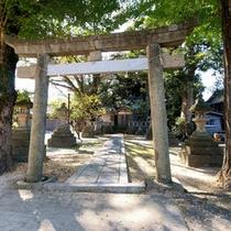 施設目の前には、地区の氏神さま 沖野神社が鎮座されています。