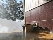 温泉露天付きツインルームのお風呂で雪見を♪