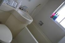 バストイレ付きツインルームのユニットバス