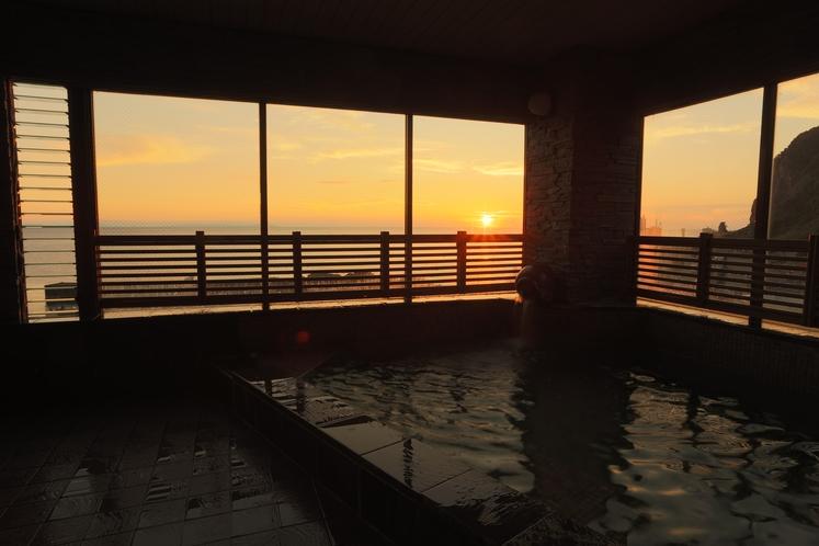 お風呂から日本海が見えます
