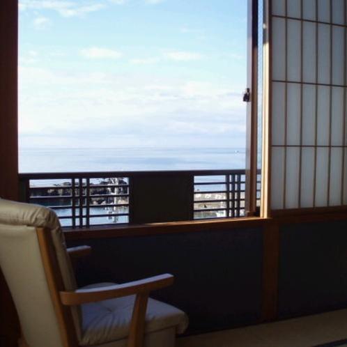 4階のお部屋から日本海を一望できます。