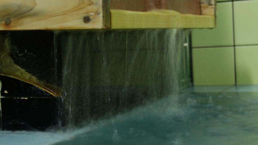 お風呂は疲労回復効果のあるカルシウム石温泉。