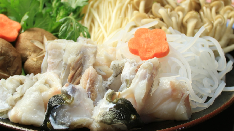 特製出汁と絡み合うホクホク柔らかな≪てっちり≫旨みが凝縮された極上スープに変身!