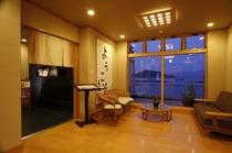 玄関ホールから見る海の景色が心を和ませます。