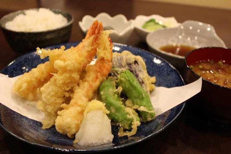出前サービス「天ぷら定食」