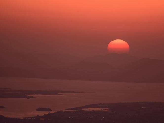 中海と夕日