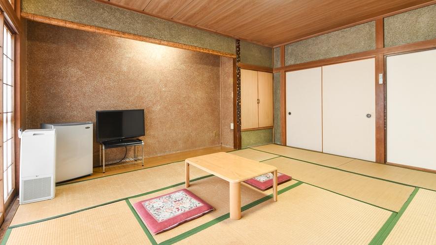 *【和室10畳】レトロな雰囲気の落ち着くお部屋です。