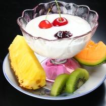 朝食ヨーグルト&フルーツ