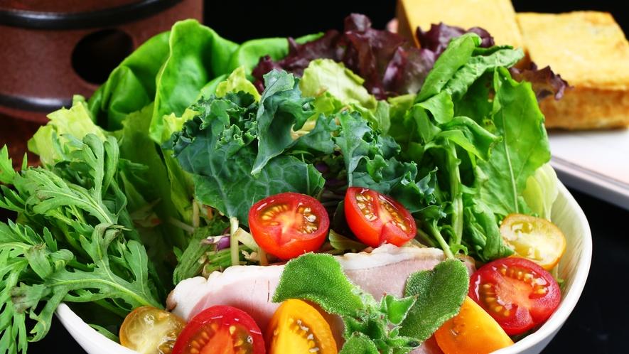 ★朝食地元産野菜サラダ