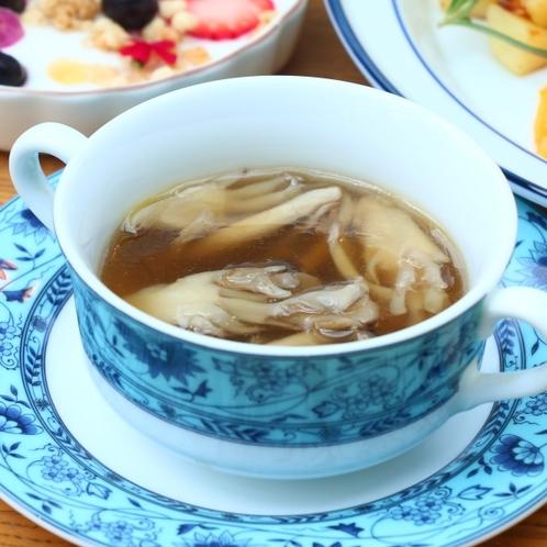 朝食きのこのコンソメスープ
