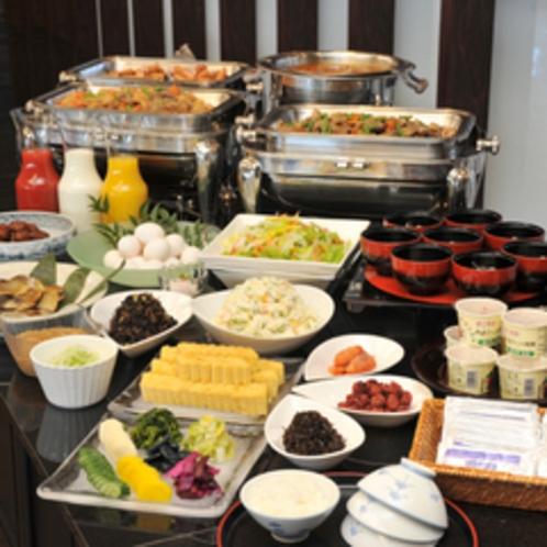 和朝食バイキングで元気な1日をスタート!!
