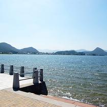 波が静かな久美浜の景色