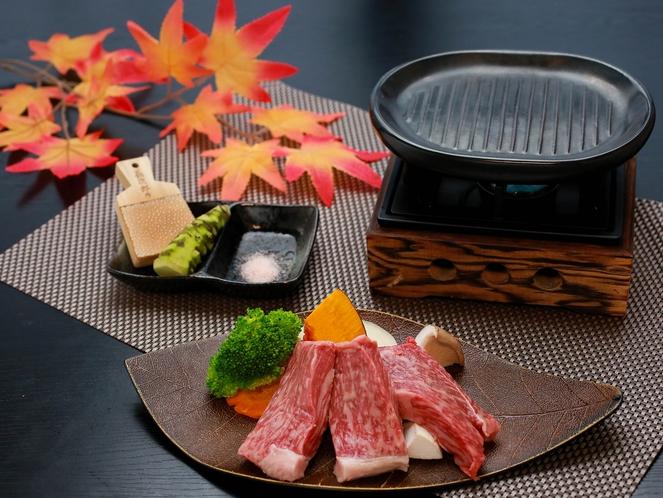 静岡産牛の陶板焼き一例