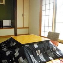 *【客室一例】明るい光が差し込む「もみじの間」。冬はこたつをご用意致します。