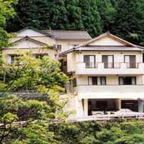 *【外観】四季折々の自然美と肌に優しい温泉が魅力の梅ヶ島温泉に佇む旅館です。