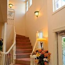 お姫様が下りてきそうな階段