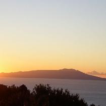 2F全てのお部屋より、秋~冬の眺望!大島の日の出