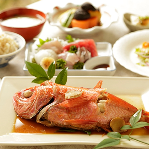 【食事】季節のお料理一例 金目鯛の姿煮付