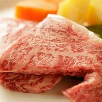 【食事】季節のお料理一例 伊豆牛のステーキ(別注)