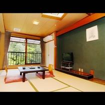 【窓から奥三河の自然を望む、落ち着いた和室-223-】