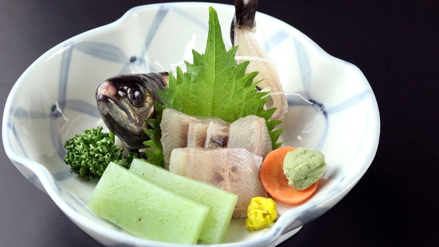 ■定番の人気メニュー◆川魚のお造り◆【料理バランスに富んだヘルシー月替わり会席料理の一例】