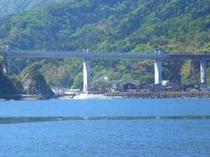 新しく架け替えられた餘部鉄橋(海から見た風景)