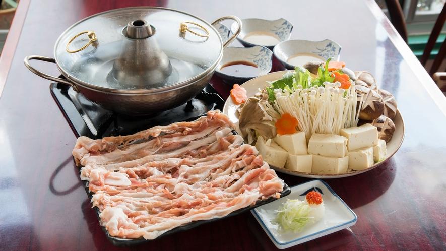 *夕食一例/しゃぶしゃぶ4人前(別途料金:要事前予約)
