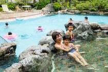 庭園プール横の『ほっこりの湯』