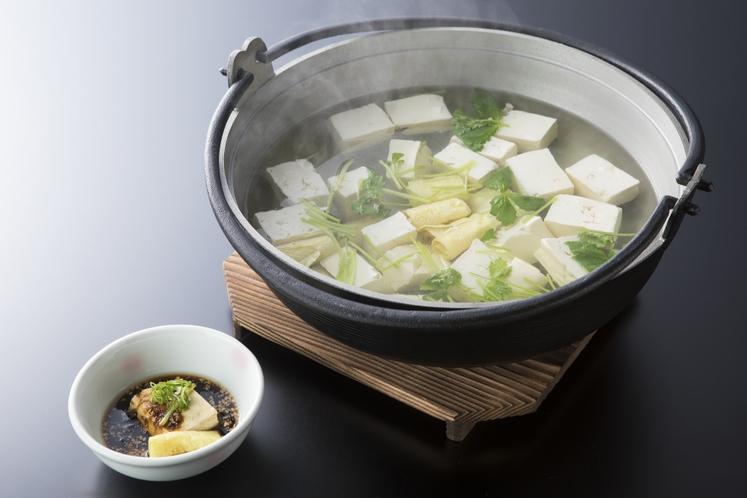 朝食バイキング 湯村温泉名物 荒湯豆腐