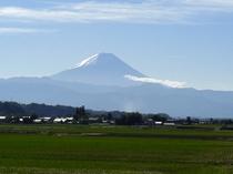 秋色の富士山。韮崎農道にて