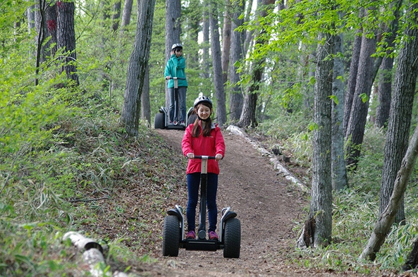 セグウェイに乗って森を散策「セグウェイパークライド体験付きプラン」