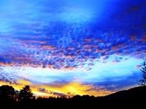 八ヶ岳に沈む夏の夕焼け