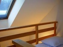 八ヶ岳を望むお部屋(バス・トイレ付き)の天窓のあるロフト