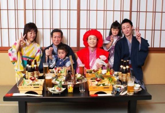 緑に包まれた静寂の宿で人生の節目を祝う【花紋のお祝いプラン】敬老の日・退職・長寿のお祝いに…