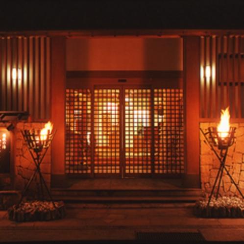 ◎玄関正面(篝火)
