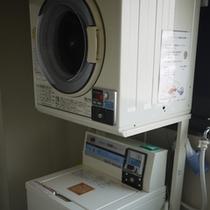 *長期滞在に便利!コインランドリーあり(洗濯機、乾燥機)※有料