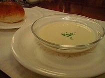 冷たいスープ、パン