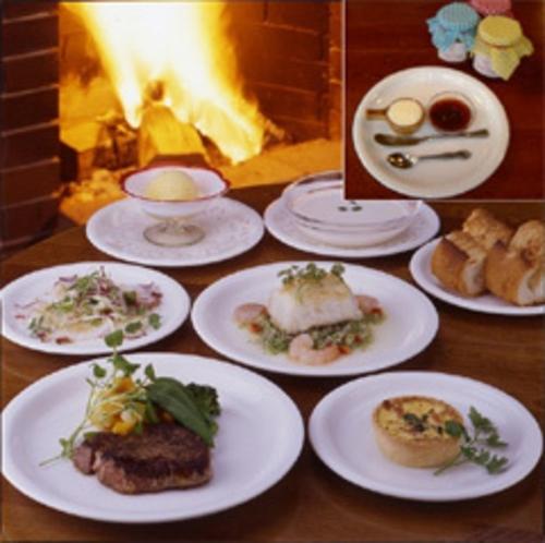 たっぷりのオードブルから始まるある日のディナー/イメージ写真