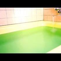 家庭サイズのお風呂です♪空いた時間にご利用ください!