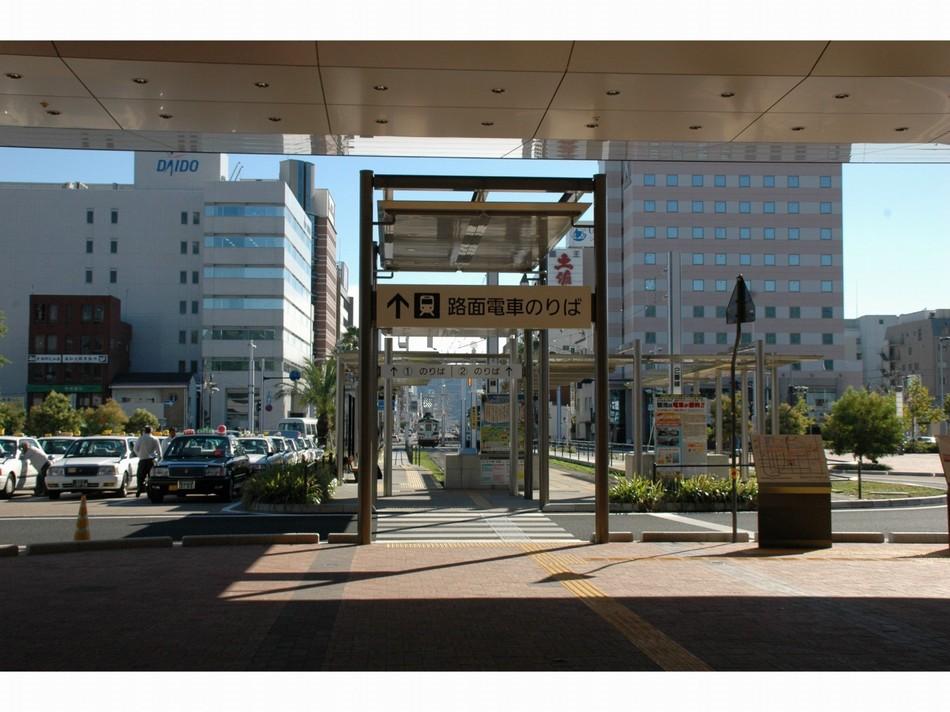JR高知駅南口 出口視点 高知桜ホテルは、ここから左手へ歩いて五分