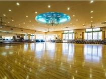 競技会が開催できるような広いダンスホール