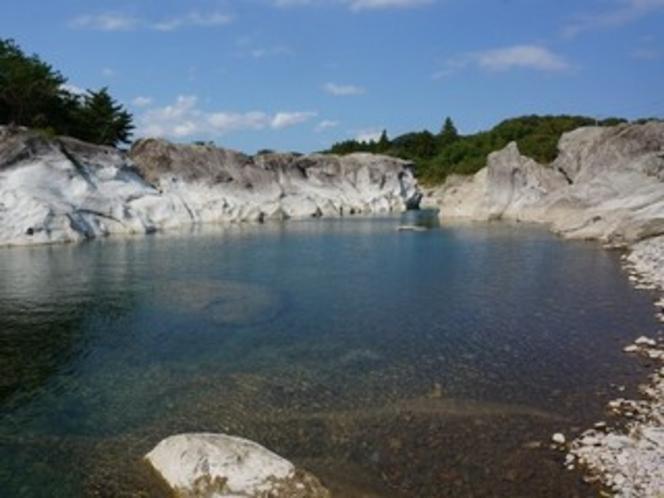 かご岩の淵