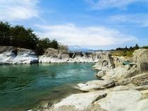 かご岩の風景(鬼怒川を囲む奇岩群)