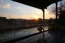露天風呂から眺める夕日