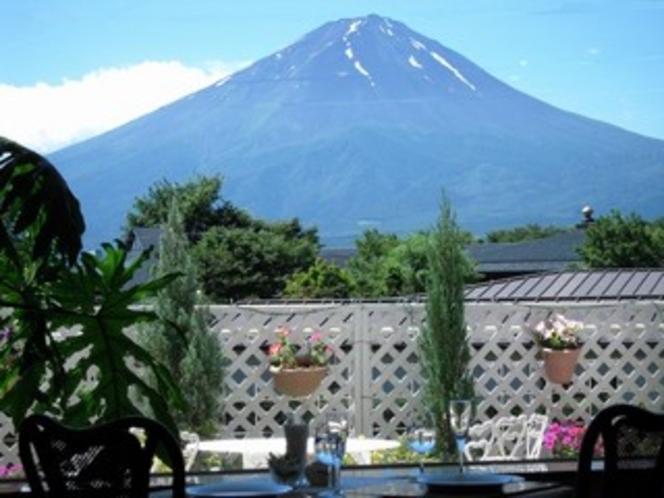 レストランから望む雄大な富士山