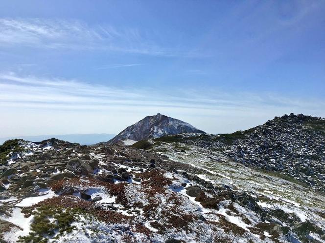 ニペソツ山。