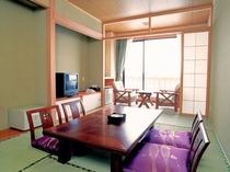 【新館和室】のんびり疲れを癒すには和室もおすすめ。