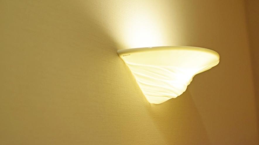 【客室イメージ】モダンな印象の間接照明。