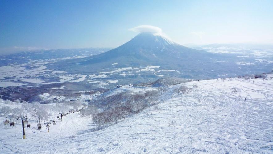 【広大なスキー場】羊蹄山を望む広々としたスキー場です。